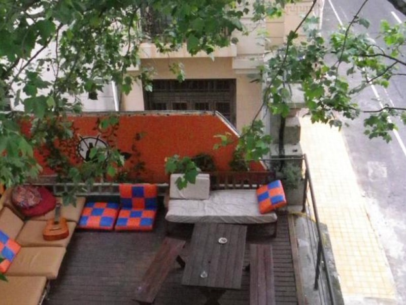 1-a-terraza-willy-fogg-hostel-montevideo-uruguay